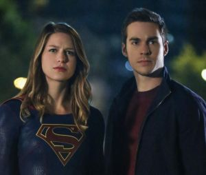 """De """"Supergirl"""", Melissa Beinost fica noiva de Chris Wood"""