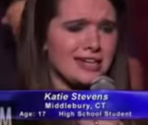 "Katie Stevens, a Karma de ""Faking It"", canta Alicia Keys no ""American Idols"""