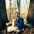 """De """"Stranger Things"""": Eleven (Millie Bobby Brown) aparece com novo visual em propaganda"""