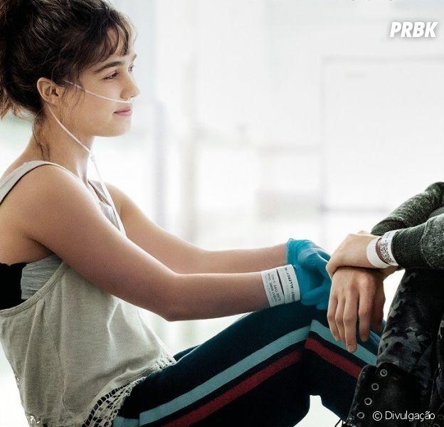 """Confira o trailer dublado de """"A Cinco Passos de Você"""", drama com Cole Sprouse e Haley Lu Richardson"""