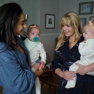 """Os fãs estão se perguntando: como está o relacionamento de Emily e Alison em """"The Perfectionists""""?"""