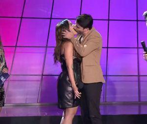 Anitta deu um beijão em um cantor durante a apresentação do Prêmio Multishow em 2018