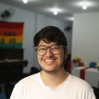 Jovem professor do Rio cria curso de inglês gratuito para transsexuais e travestis