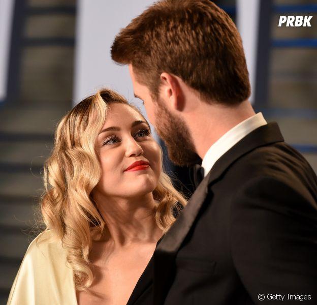 Olhem a forma que a Miley Cyrus olha pro Liam Hemsworth