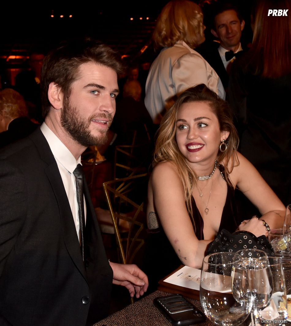 A Miley Cyrus está sempre olhando apaixonada para o Liam Hemsworth