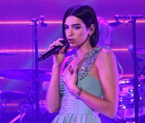"""Dua Lipa e BLACKPINK performam """"Kiss and Make Up"""" durante show em Newark, nos Estados Unidos"""