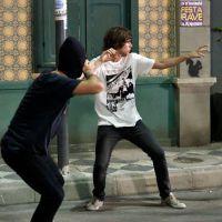 """Novela """"Malhação"""": Pedro arma assalto para ser notado por Karina e se atrapalha!"""