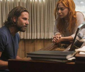 Lady Gaga e Bradley Cooper podem estar morando juntos, diz revista americana