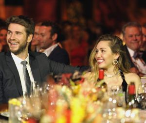 Fonte afirma que Miley Cyrus está aliviada e feliz após divulgar sobre separação de Liam Hemsworth