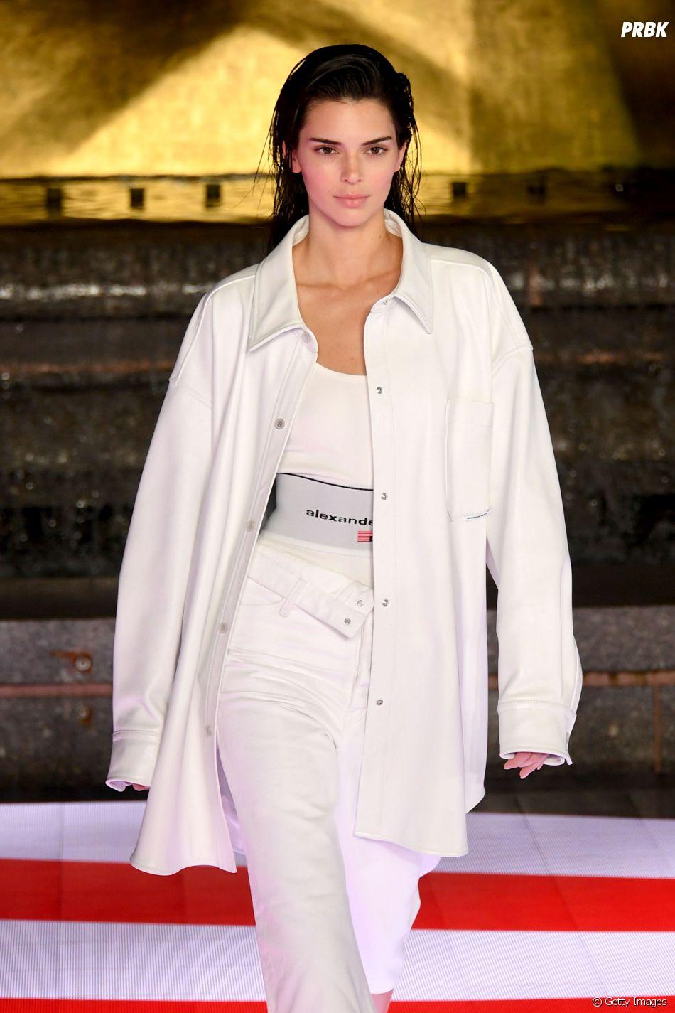 Kendall Jenner foi criticada por aparecer com tranças e maquiagem mais escura