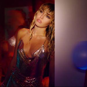 """Miley Cyrus colocou várias referências no clipe de """"Slide Away"""" e muita gente não percebeu"""