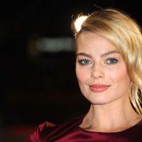 """Margot Robbie é confirmada como a vilã Arlequina em """"Esquadrão Suicida"""""""