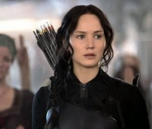 """Jennifer Lawrence, que interpreta a heroína Katniss na franquia """"Jogos Vorazes"""", ajudou o amigo Liam Hemsworth a superar Miley Cyrus"""