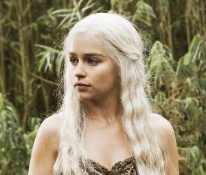 """Emilia Clarke diz que não sabia sobre a quantidade de cenas de nudez que teria que gravar em """"Game of Thrones"""""""