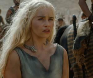 """Em """"Game of Thrones"""", Emilia Clarke foi meio que obrigada a gravar cenas de nudez"""