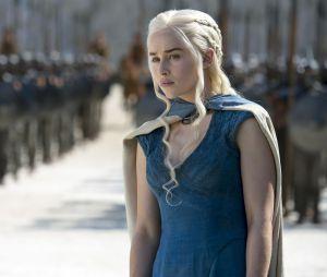 """Emilia Clarke teve que gravar cenas de nudez em """"Game of Thrones"""" para não decepcionar os fãs"""