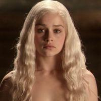 """Machismo nos bastidores de """"Game of Thrones"""": Emilia Clarke foi pressionada a ficar nua na série"""