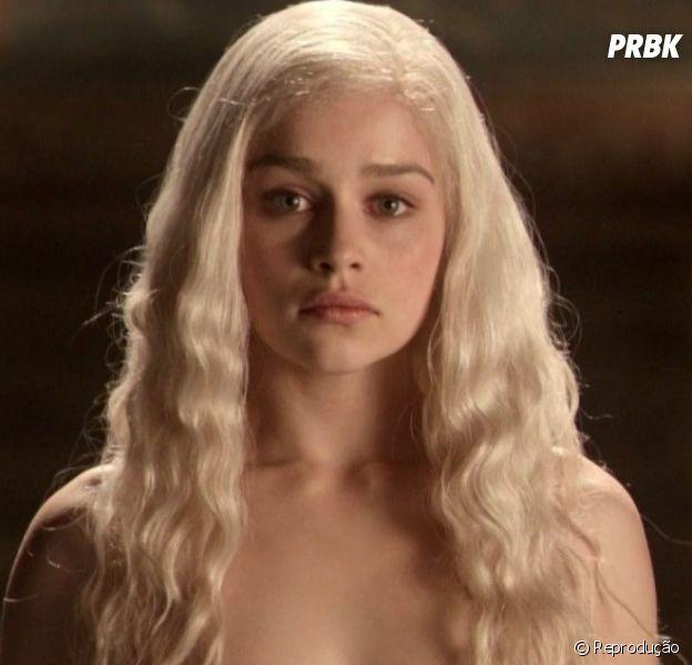 """""""Game of Thrones"""": Emilia Clarke diz que foi pressionada para fazer as cenas de nudez na série"""