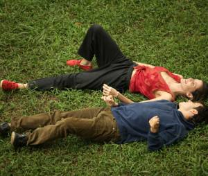 """A música """"Não Consigo"""", da banda Tono, é uma das mais fofinhas do filme """"Boa Sorte"""", com Deborah Secco"""
