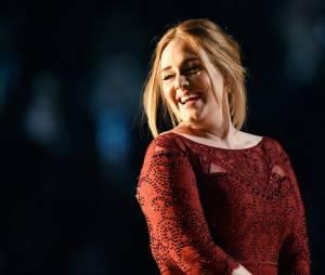 Adele está mais magra e isso foi motivo de discussão na internet nesta quarta-feira (6)