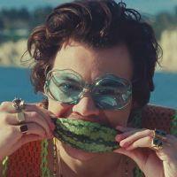 """Listamos 6 gatilhos que o clipe de """"Watermelon Sugar"""" despertou em todo mundo"""