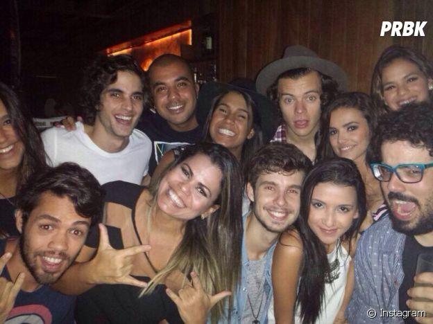Bruna Marquezine, Manu Gavassi e mais tiram foto com Harry Styles em festa