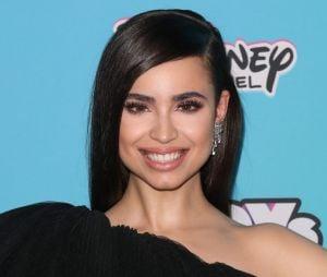 Sofia Carson será Sara, namorada do personagem de KJ Apa em filme sobre pandemia
