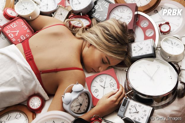 Um despertador tocando ou uma pessoa falando na porta do seu quarto podem acabar entrando no seu sonho