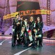 """Stray Kids: """"IN LIFE"""" alcança 100 mil vendas no Hanteo no primeiro dia de lançamento"""