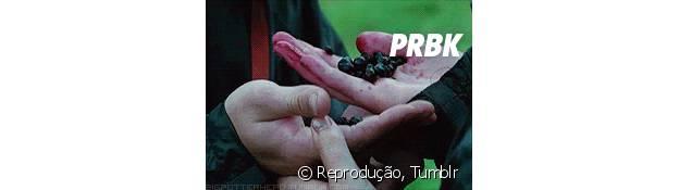 """Em """"Jogos Vorazes"""", a Katniss (Jennifer Lawrence) tem que passar por uma situação bem mais difícil que o Natal!"""