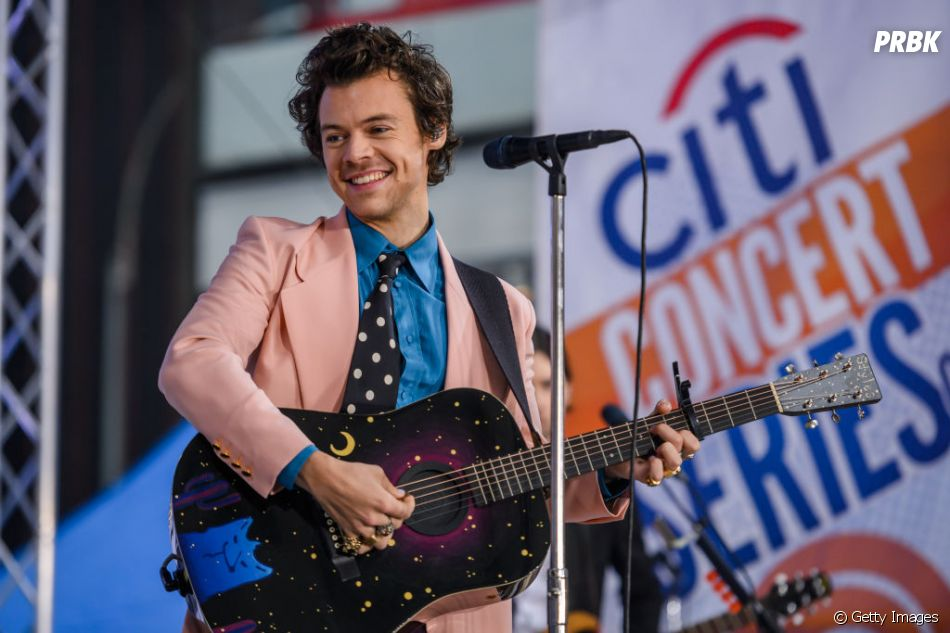 """Recentemente, Harry Styles adiou por tempo indeterminado sua turnê do álbum """"Fine Line"""" no Brasil"""