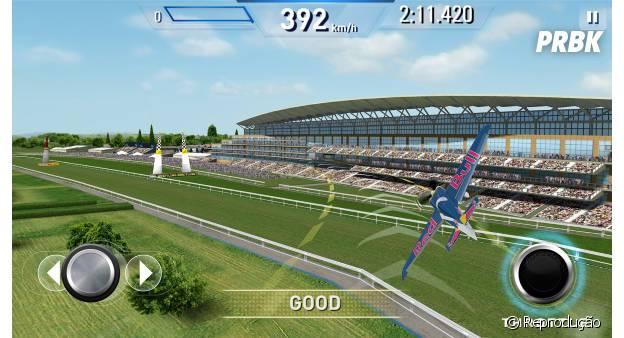 """""""Red Bull Air Race"""" permite várias manobras maneiríssimas com os aviões"""
