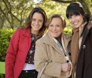 """""""A Vida da Gente"""": Nicette Bruno é Iná, a avó deAna (Fernanda Vasconcelos) eManuela (Marjorie Estiano)"""