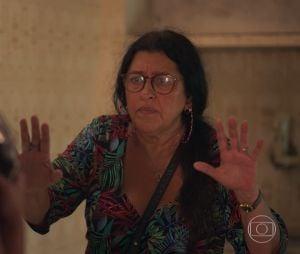 """""""Amor de Mãe"""": Thelma (Adriana Esteves) sequestrou Lurdes (Regina Casé) e forjou a morte da amiga"""
