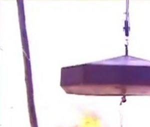 """""""No Limite"""": participantes tinham que segurar tampa de caldeirão de fogo com cerca de 150kg"""