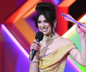 Dua Lipa revelou durante o BRIT Awards que uma música nova está perto de ser lançada