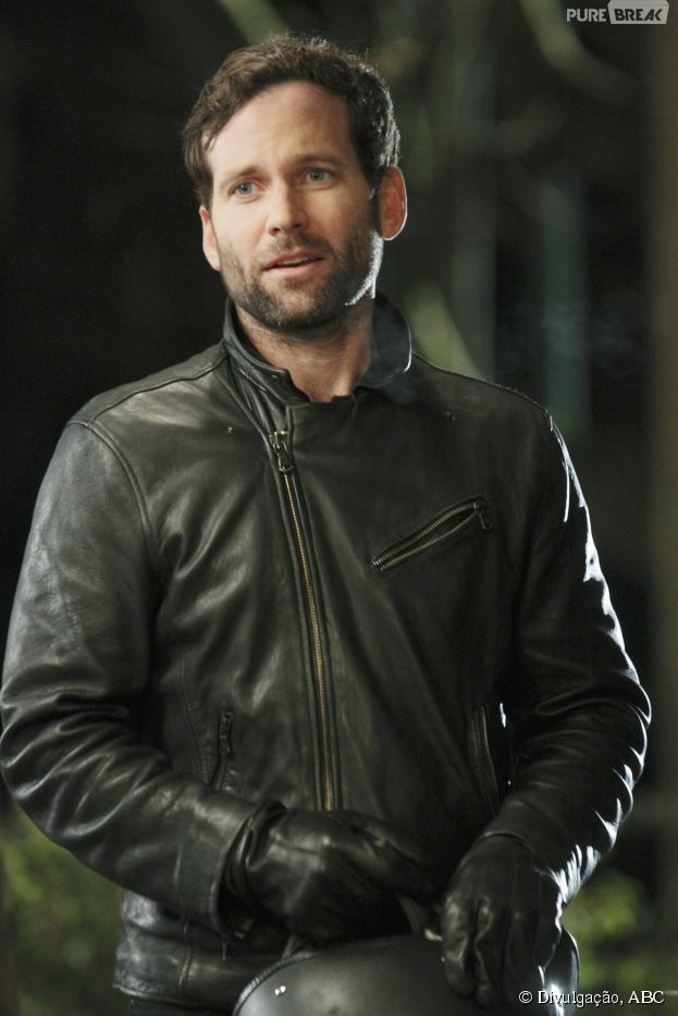 "August (Eion Bailey) está de volta à ""Once Upon a Time"""
