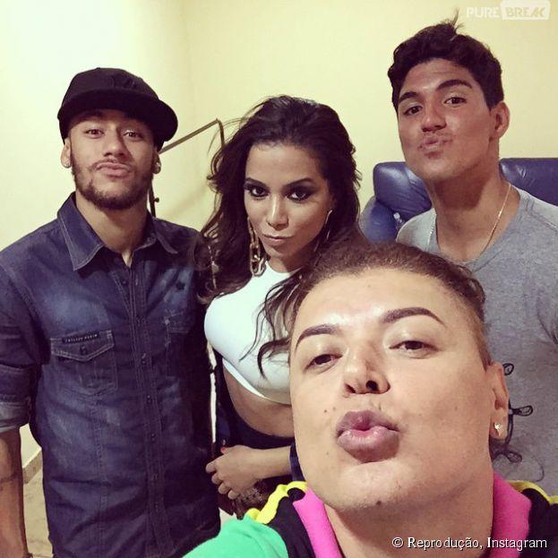 Neymar Jr. comemora com Anitta e Gabriel Medina em São Paulo