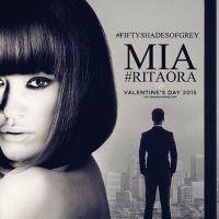 """De """"50 Tons de Cinza"""": Rita Ora aparece de topless em novo cartaz do filme"""
