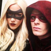 """Em """"Arrow"""": na 3ª temporada, Laurel (Katie Cassidy) se vê forçada a vestir roupa da Canário Negro"""