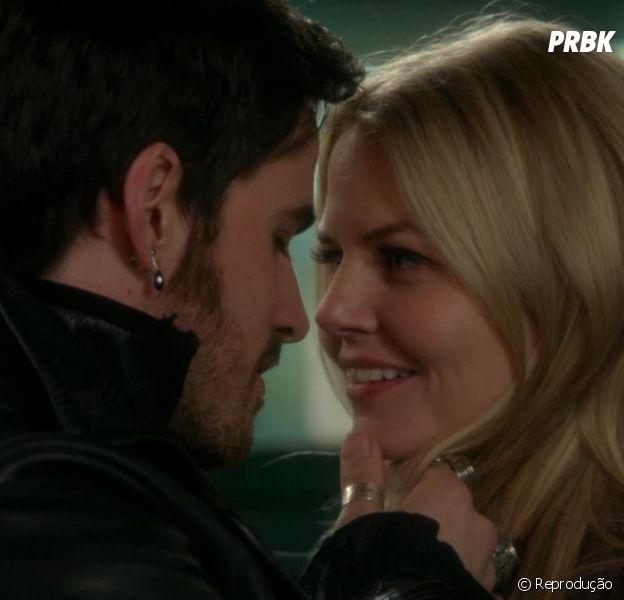 """Hook (Colin O'Donoghue) e Emma (Jennifer Morrison) não se desgrudam mais em """"Once Upon a Time"""""""