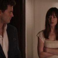 """De """"50 Tons de Cinza"""": Christian Grey mostra quarto vermelho à Anastasia em nova cena divulgada"""