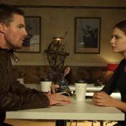 """Em """"Arrow"""": Na 3ª temporada, Oliver (Stephen Amell) e Thea têm grandes desafios antes do hiato!"""