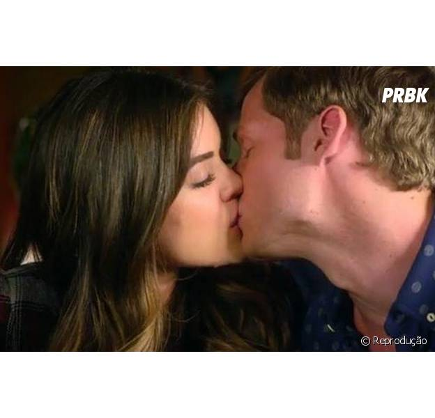 "Em ""Pretty Little Liars"", Aria (Lucy Hale) e Andrew (Brandon Jones) se beijaram!"
