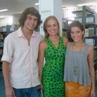 """Isabella Santoni e Rafael Vitti, de """"Malhação"""", revivem o passado no programa """"Estrelas"""""""