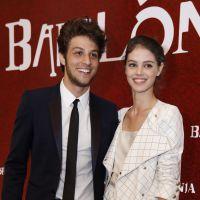 """Novela """"Babilônia"""": Chay Suede, Laura Neiva, Bruno Gagliasso e outros se divertem na festa da trama!"""