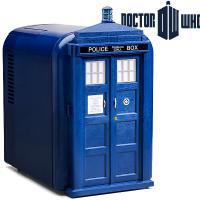 """Mini Geladeira TARDIS para comemorar os 50 anos de """"Doctor Who"""""""