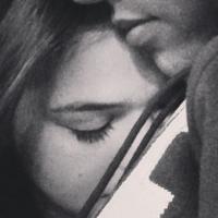 Saudade em preto e branco! Bruna Marquezine e Débora Nascimento postam fotos de namorados