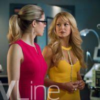 """Em """"Arrow"""": Na 3ª temporada, Felicity (Emily Bett Rickards) recebe outra visita de sua mãe!"""