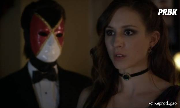 """Em """"Pretty Little Liars"""", Spencer (Troian Bellisario) ficou cara a cara com A e praticamente descobriu sua identidade"""